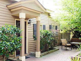 One bedroom cottage steps away from Forsyth Park! - Savannah vacation rentals