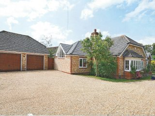 Modern 4 Bed Open Plan Bungalow on Private Estate - Wyfold, Henley on Thames RG9 - Peppard Common vacation rentals