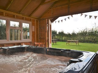 Lovely House with Internet Access and Hot Tub - Fiddington vacation rentals