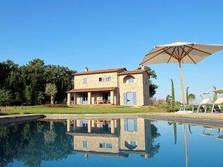 Tuscany,  FABULOUS 4 BEDROOM FAMILY  VILLA, PRIVATE HEATED POOL & GARDENS - Castiglion Fiorentino vacation rentals