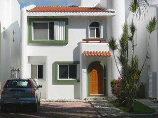 Luxury Playacar Villa Great Location Walk to Beach and 5th Avenue. Free Wi-Fi - Playa del Carmen vacation rentals