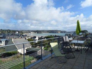 Romantic Condo with Washing Machine and Television - Morgat vacation rentals
