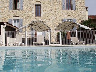 LE MAS DES ARCHES avec piscine - Hébergement IBIE - Vallon-Pont-d'Arc vacation rentals