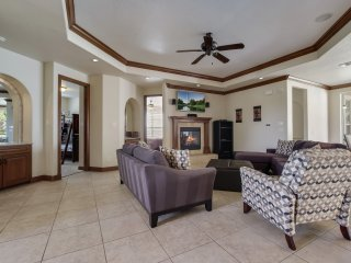 Luxurious Hill Country Townhome. - San Antonio vacation rentals