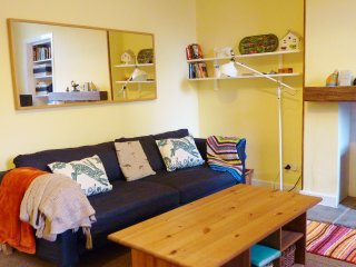 """ Cosy Corner apartment "" 7 Crawford Street, Millport, Isle of Cumbrae - Millport vacation rentals"