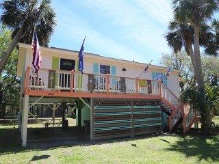 """1702 Myrtle St - """" Shutterbug"""" - Edisto Beach vacation rentals"""