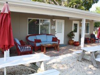 Small efficiency located 50 yards from Ocean, 8b - Marathon vacation rentals