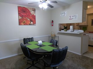 Lovely, Clean, Colorful &Cozy Condo in Oklahoma City - Warr Acres vacation rentals
