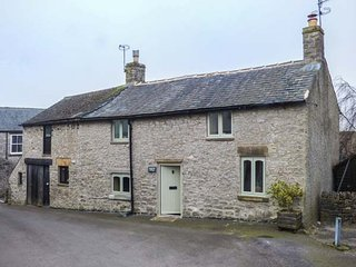 KEMPSHILL COTTAGE, woodburning stove, close to village centre in Tideswell, Ref - Tideswell vacation rentals