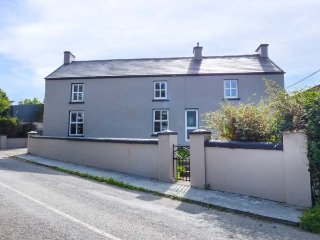 FARMHOUSE, solid fuel stove, pet-friendly, on working farm, nr Millstreet, Ref - Mitchelstown vacation rentals