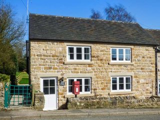 STAMP COTTAGE, woodburner, pet-friendly, lawned garden, walked from the door - Hognaston vacation rentals