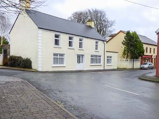 ABHAINN COTTAGE, all ground floor, one bedroom, WiFi, in Riverstown, Ref. 953740 - Riverstown vacation rentals