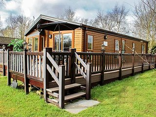 10 BULLRUSH, ground floor lodge, excellent on-site facilities, lakeside views - Tattershall vacation rentals