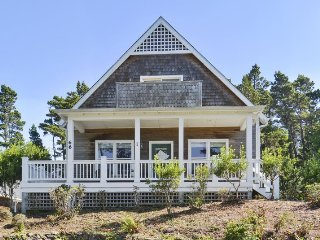 Breeze On Inn - peek of the ocean - Lincoln Beach vacation rentals