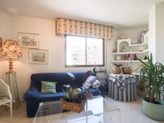Bright apartment walking distance to the beach - Alicante vacation rentals
