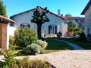 Cozy House in Juillac le Coq with Internet Access, sleeps 6 - Juillac le Coq vacation rentals