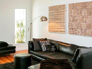 Trendy Surry Hills. 3 bedrooms 2 bathrooms - Sydney vacation rentals