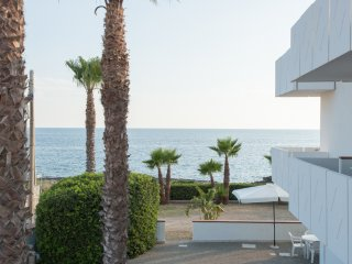 Trilocale Isola di Pazze  vista mare piano terra - Torre San Giovanni vacation rentals