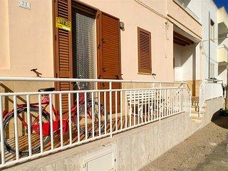 Appartamento Maria con terrazzo vista mare - Torre San Giovanni vacation rentals