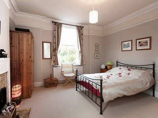 Spacious period double ensuite & private TV lounge in quiet yet central location - Nottingham vacation rentals