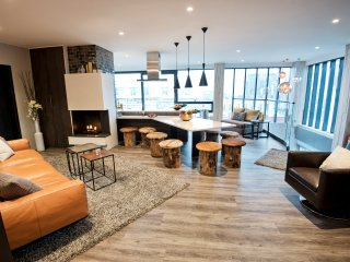 B14 Luxury Penthouse down town for groups - Reykjavik vacation rentals
