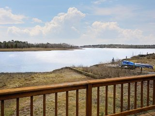 Lovely waterfront cottage w/ deck & river views - steps from a beach park! - Wareham vacation rentals