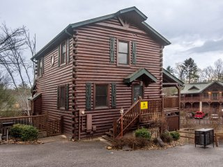 Champions Chalet 4BR/4BA Sleeps 18 - Gatlinburg vacation rentals
