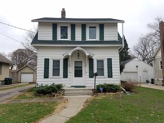 New 2/3/17! Remodeled Kutzky Park Home, Downtown, Walk to St. Mary's & More! - Rochester vacation rentals
