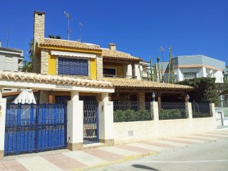 Bright House with A/C and Shared Outdoor Pool - Santa Pola vacation rentals