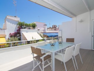 Elegant and centrally located whit two terraces in Sitges. - Sitges vacation rentals