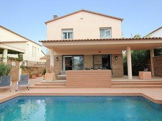 Spacious 4 bedroom Villa in Empuriabrava - Empuriabrava vacation rentals
