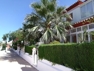 Bright House with Internet Access and Shared Outdoor Pool - Pilar de la Horadada vacation rentals