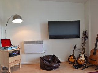 2 BR Flat next to Olympic Stadium! - London vacation rentals