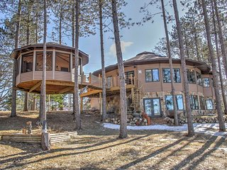 New! Dixon Lake Studio w/ Treehouse Spa! - Squaw Lake vacation rentals