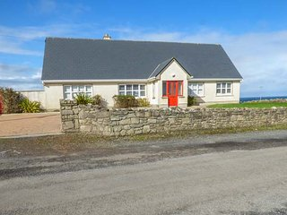 SUNSET BEACH COTTAGE well-presented detached cottage, en-suites, open fire, in - Ballina vacation rentals