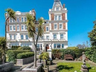 Elegant apartment in Royal Tunbridge Wells - Royal Tunbridge Wells vacation rentals