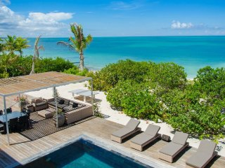 9 bd. family friendly beachfront villa, private pool/shallow area, outdoor games - Grace Bay vacation rentals