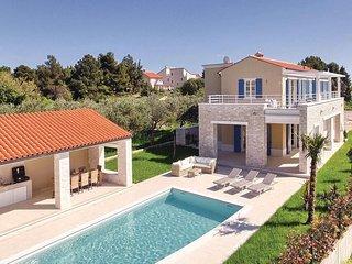 4 bedroom Villa in Premantura, Premantura, Croatia : ref 2302636 - Premantura vacation rentals