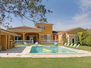 4 bedroom Villa in Caumont sur Durance, Vaucluse, France : ref 2303433 - Caumont-sur-Durance vacation rentals