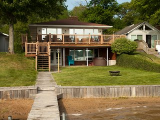 "Muskegon ""Lakefront Vacationing at it's Best!"" - Twin Lake vacation rentals"