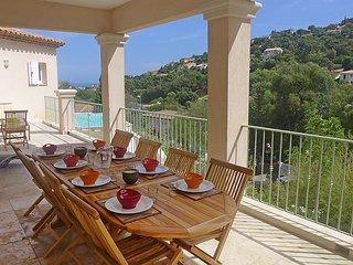 5 bedroom Villa in Cavalaire, Cote d Azur, France : ref 2369653 - Cavalaire-Sur-Mer vacation rentals