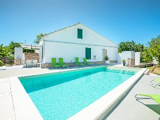 4 bedroom Villa in Ugljan Ugljan, North Dalmatia Islands, Croatia : ref 2370619 - Lukoran vacation rentals