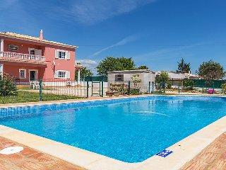 4 bedroom Villa in Alcantarilha, Algarve, Portugal : ref 2371674 - Alcantarilha vacation rentals