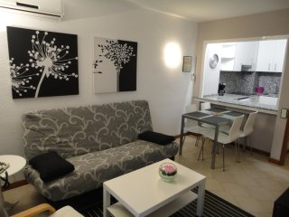 Apartments Novelty, to first line Beach - Salou vacation rentals