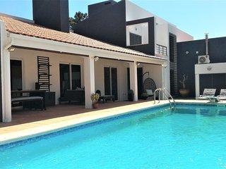 Villa, garden, Pool, WiFi  near beach / Lisbon / Aroeira Golf - Verdizela vacation rentals