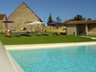 Barn conversion with heated pool and WiFi - La Coquille vacation rentals