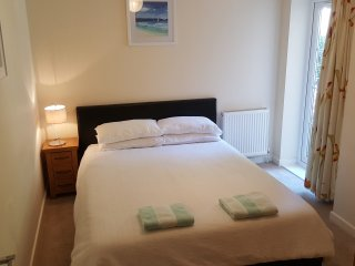 Nice Condo with Washing Machine and Television - Bournemouth vacation rentals