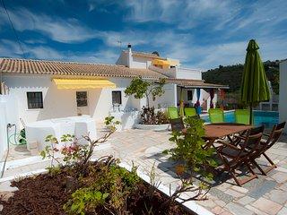 Ferienhaus, Salzwasserpool, 30 min zum Strand, ruhig, privat, authentisch - Cumeada vacation rentals