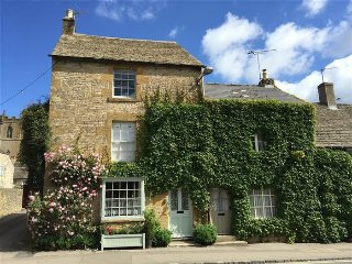 Benfield Cottage, Stow on the Wold. - Swell vacation rentals