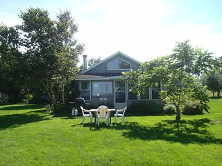 Seaview Lily has a well-equipped, full-sized kitchen and an enclosed sunroom. - Brackley Beach vacation rentals